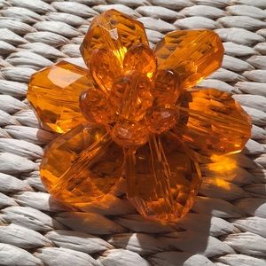 ✨✨ Vintage Lucite Flower Pin!! ✨✨